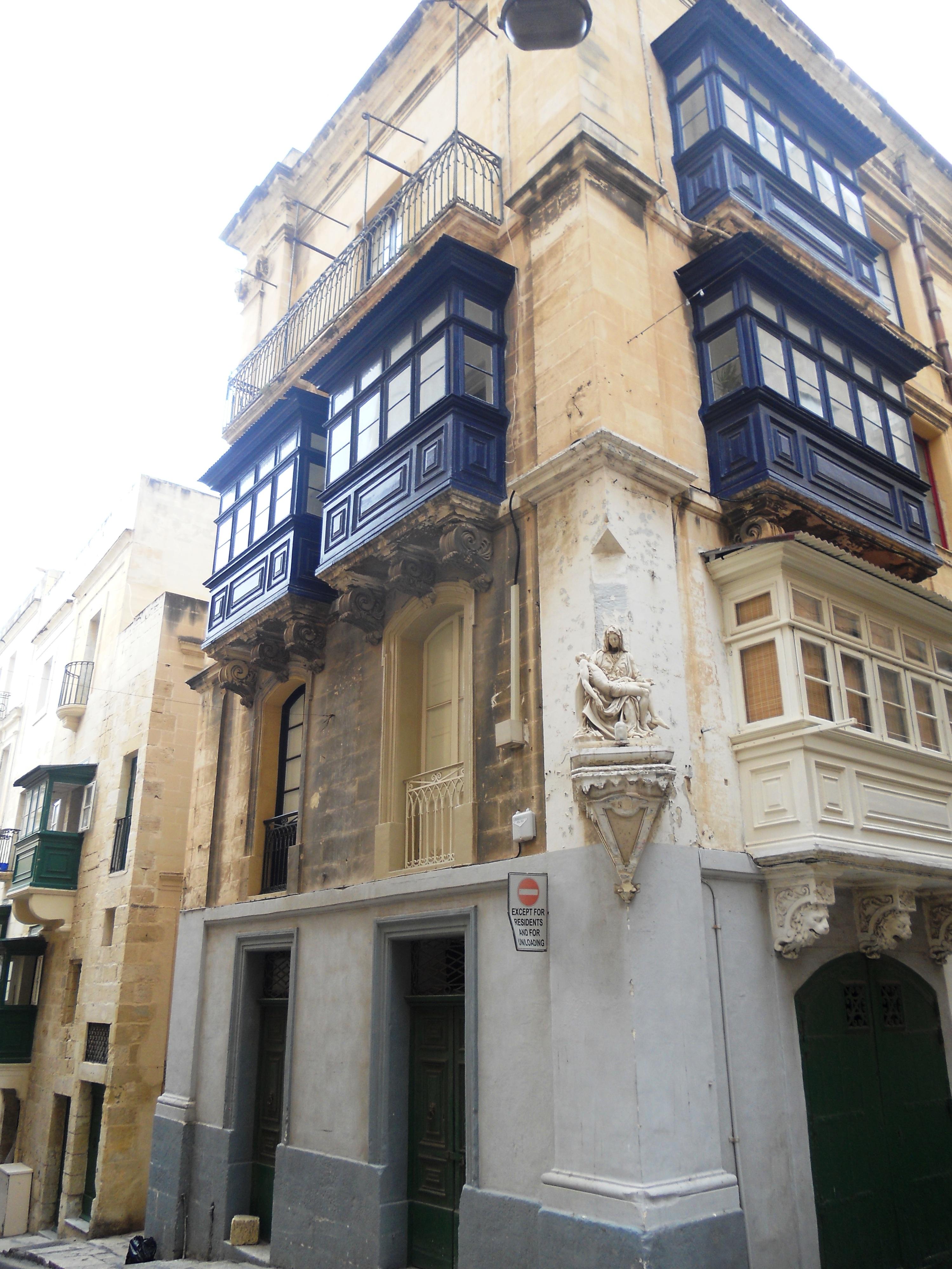 Malte dess tatues à tous les coins de rue Quelques photos de ma retraite au soleil à Malte