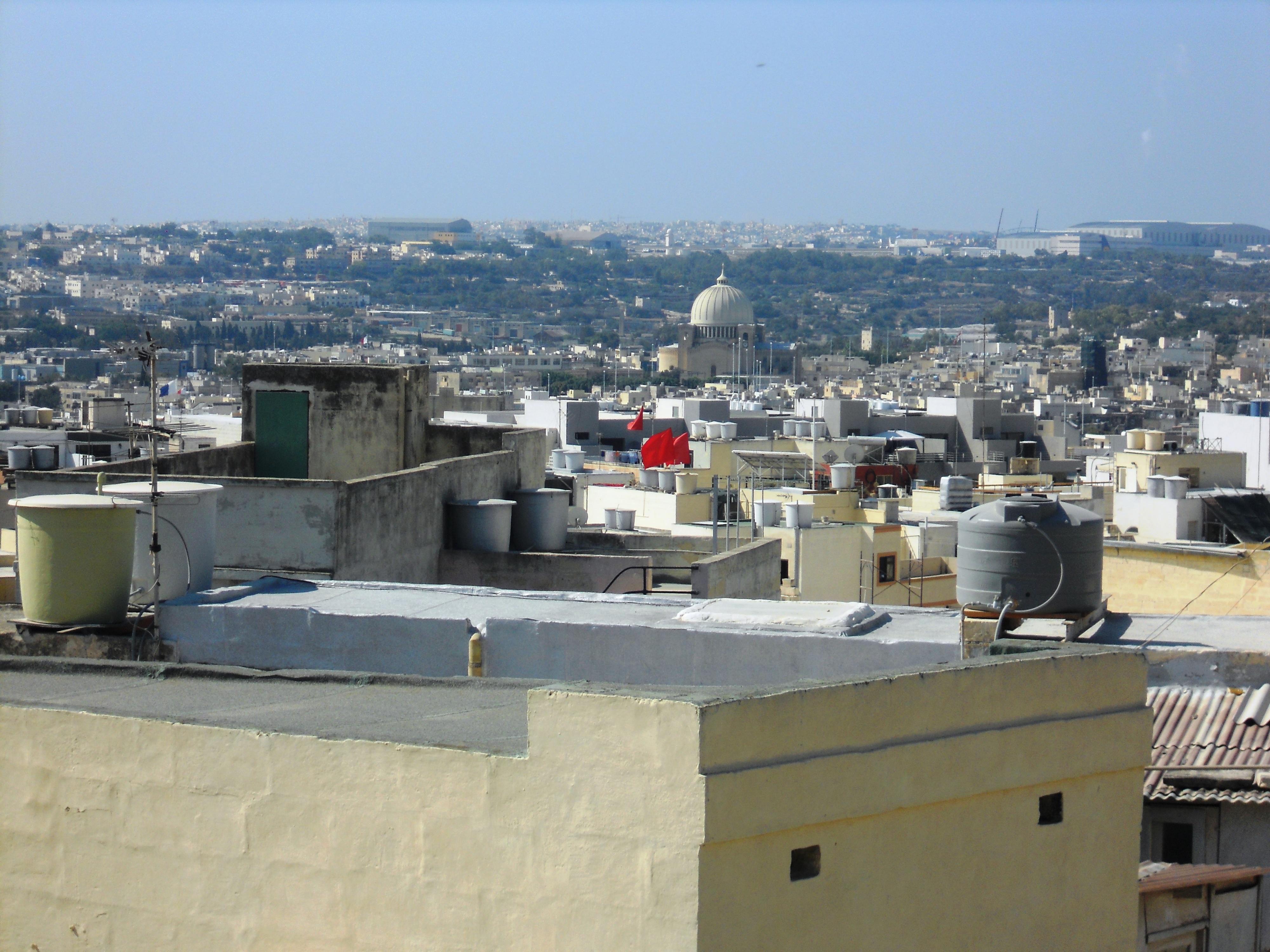 Malte vue terrasse du matin un reservoir pour chaque foyer Quelques photos de ma retraite au soleil à Malte