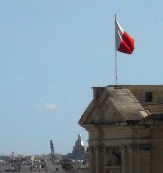 drapeau maltais Parle t on anglais à Malte ou non ?